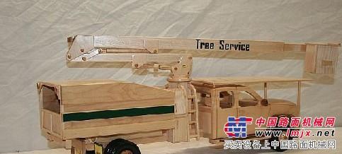 漂亮的手工木制起重机