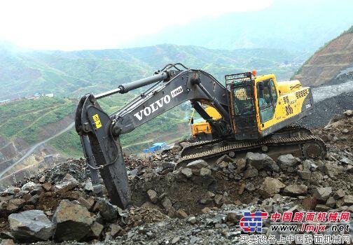 龙蟒集团沃尔沃建筑设备机器在攀枝花矿山高效作业
