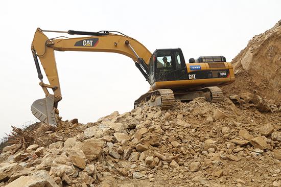 Cat®(卡特)挖掘机驾驶员张贺的成长史