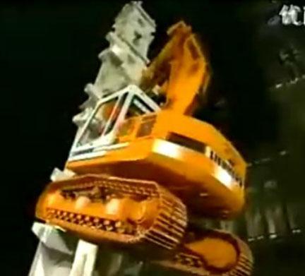 利勃海尔挖掘机爬楼表演