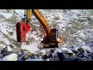 寒风小雪中破碎锤施工