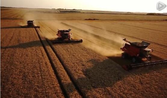 凯斯农业机械2015产品视频,拍的好有美感。