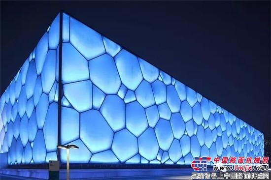 "JLG(捷��杰)�I�主演,""高度�c激情""火�嵘暇�"