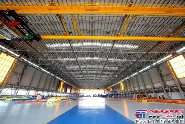 中建八局施工完成的飞机总装制造中心基地部装厂房内