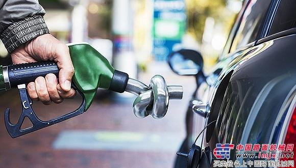 国内成品油价迎年内最大跌幅 加满一箱油可节约9.5元