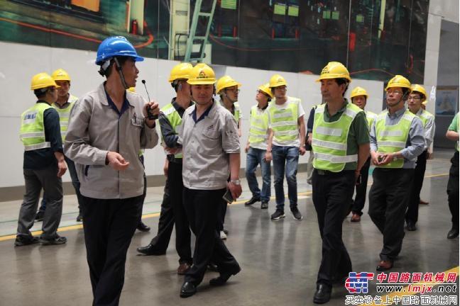 青州经济开发区企业家参观临工:智能制造,牛!