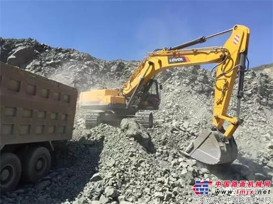 沃FR370E挖掘机在矿山上装车作业-矿山中的钢铁侠丨雷沃FR370E