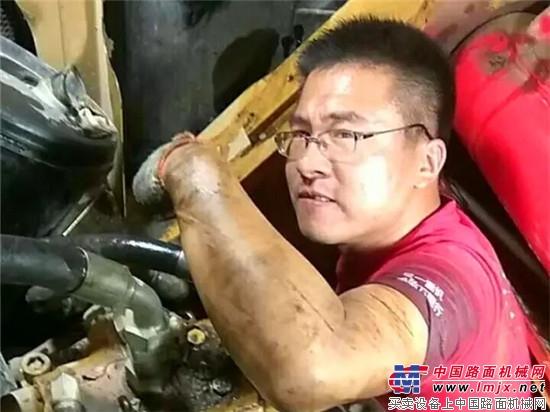 敬礼!这么热还出来帮你修设备的,绝对是生死之交!