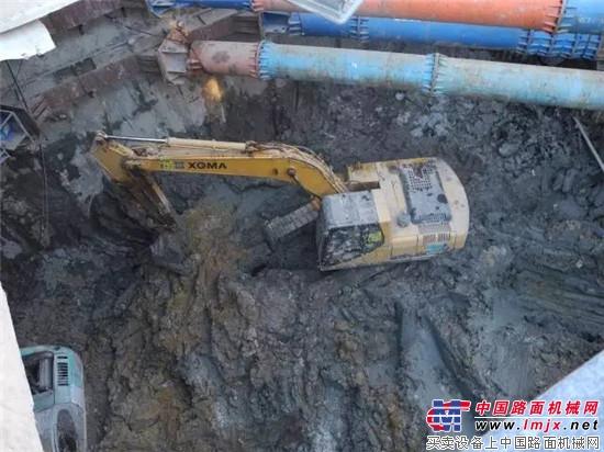 厦工挖掘机每天16小时淤泥里施工作业,助力厦门地铁建设