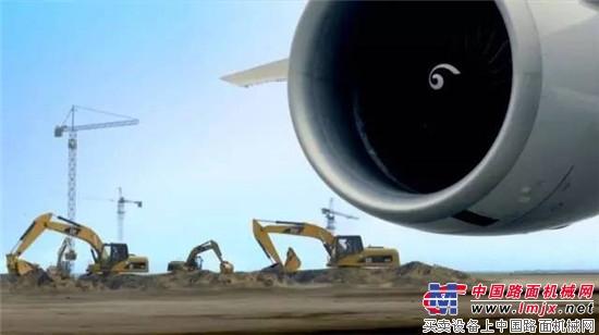 """机场上跑着""""大黄车""""?没错,就是卡特彼勒"""