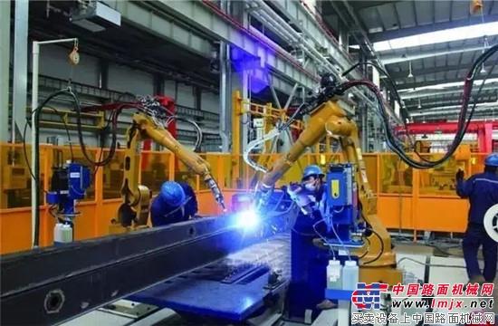 """链合福田戴姆勒底盘科技 雷萨超级重机开启""""中国制造""""新模式"""