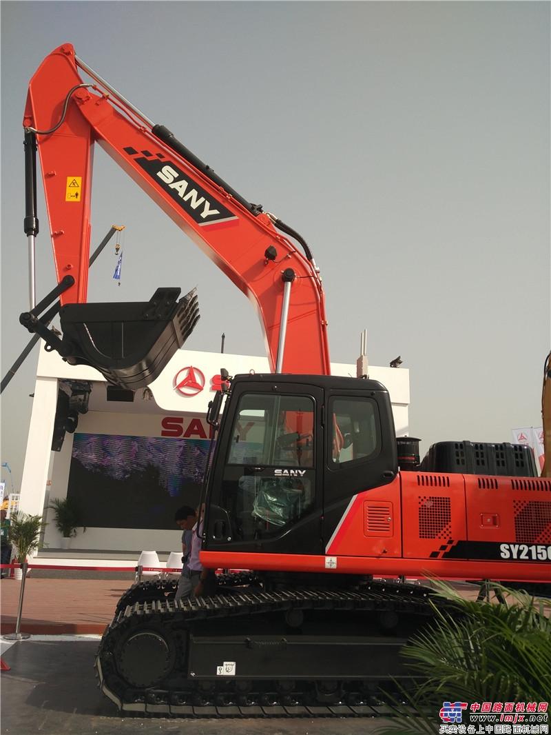 三一SY215C挖掘機