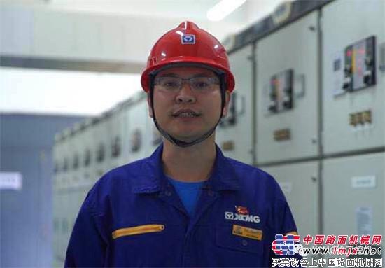 喜迎十九大 共筑中国梦 努力为中国贡献一个矿业装备的世界级强大品牌