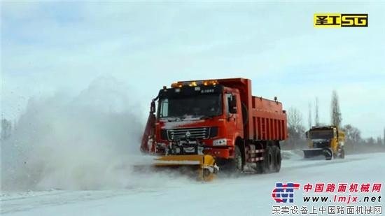 除雪铲、扫雪刷清雪-圣工智能破冰除雪车,破冰除雪 一步到位图片