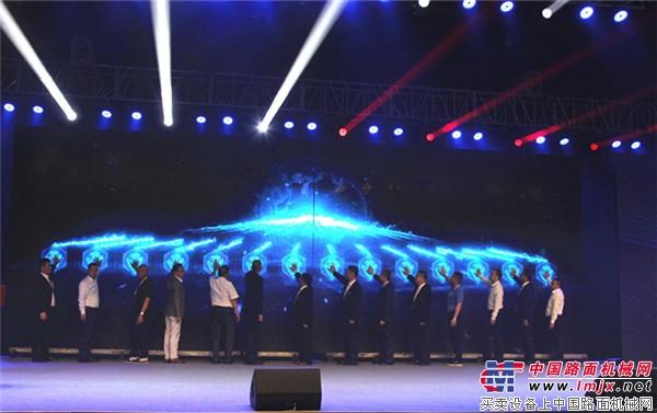 """""""十年传承跨越  创新驱动未来""""安徽柳工十周年庆暨C系列新品发布会在蚌埠召开"""