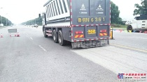 【工地报告】青岛曼特陆达牌水泥撒布车在无锡太湖景区梅梁路旧路翻新工程的应用