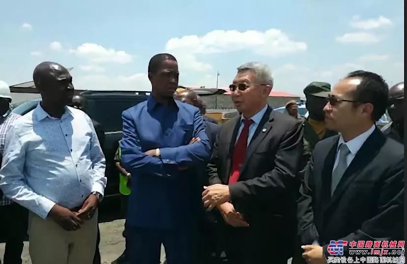 赞比亚总统伦古参观西筑设备