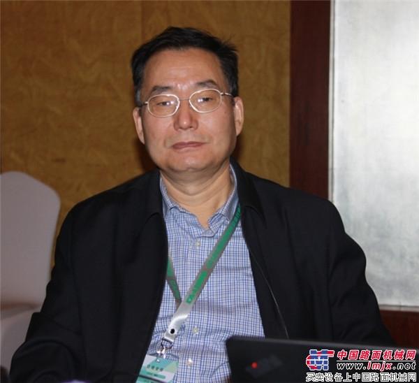 中国工程机械工业协会筑养路机械分会秘书长张西农