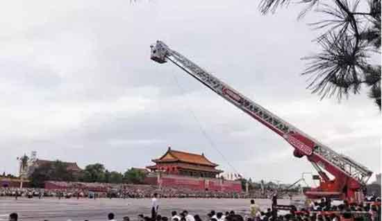 中联重科YT53云梯消防车亮相大阅兵彩排演练