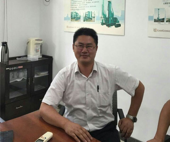 上海金泰工程机械有限公司副总经理徐峰