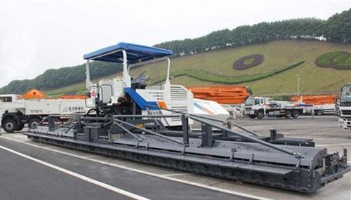 中联重科LTU165超大型摊铺机