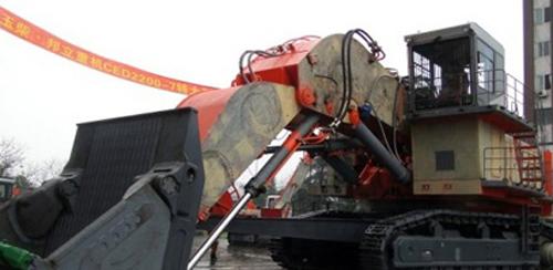 玉柴•邦立重机CED2200-7特大型电动液压挖掘机.