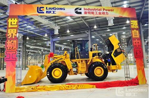 装配广西康明斯公司L9.3升发动机的CLG856装载机