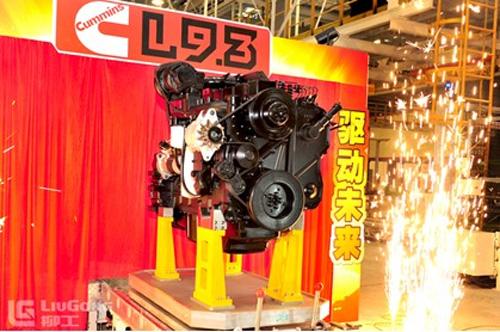 新下线的康明斯L9.3升发动机
