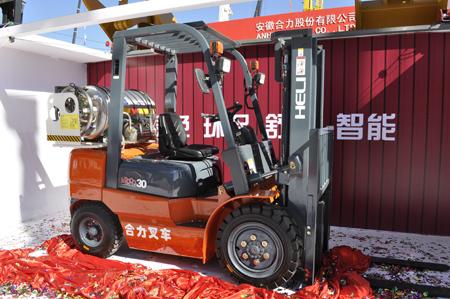 合力首台3吨LNG双燃料内燃平衡重叉车