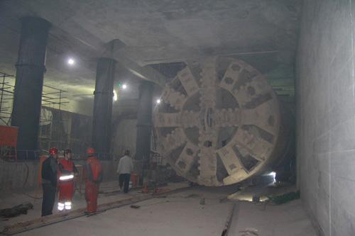 中国路面机械网记者深入北京地铁7号线盾构施工现场