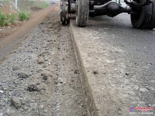 公路(路沿石)路缘石开沟机切边机挖沟机沟壁方正平整