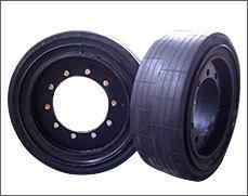 徐工一米铣刨机配套轮胎 29×10-20 27×10-18