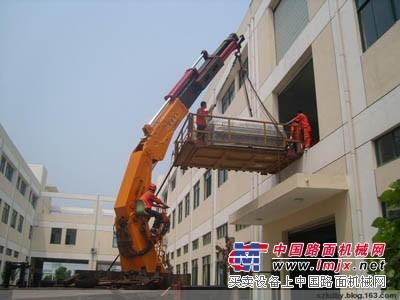 上海浦东新区汽车吊出租-周浦叉车/牵引车出租吊装