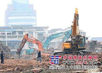 出租50 挖掘机上海普陀区200神钢挖机出租基础开挖整平