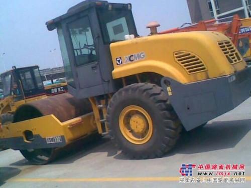 推荐 河南二手洛阳振动压路机 洛阳220双钢轮压路机