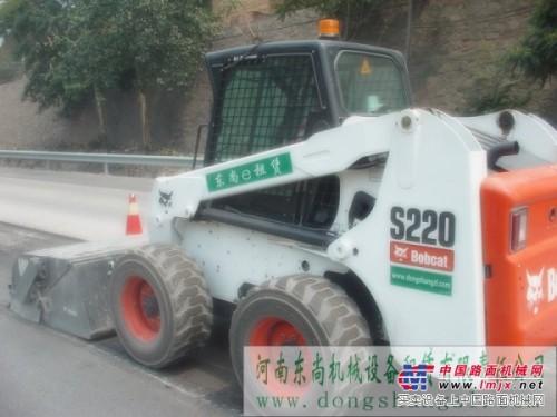 河南东尚长期出租山猫滑移清扫车