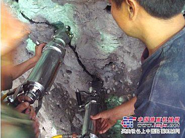 岩石劈裂机_免爆破巷道岩石开挖设备_破碎机_凿岩机械_中国路面机械网