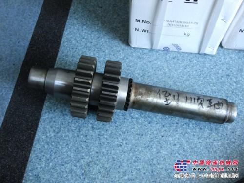 供应一拖洛建单钢轮压路机变速箱配件