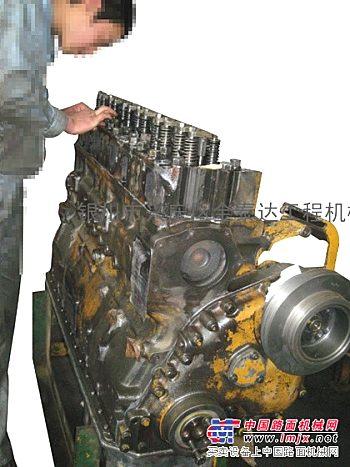 维修推土机发动机、液压及底盘系统