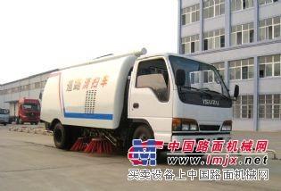 庆铃五十铃小型扫地车多少钱,5T扫路车,5立方公路垃圾清扫车