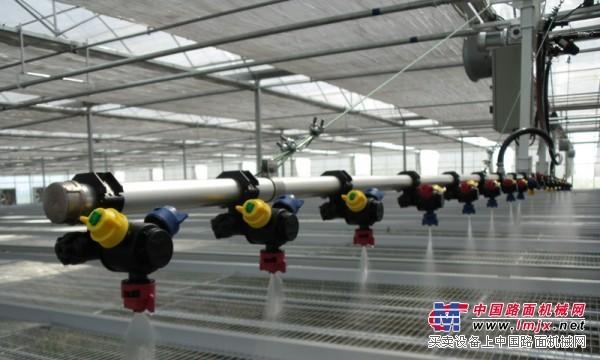温室自走式往返喷灌机