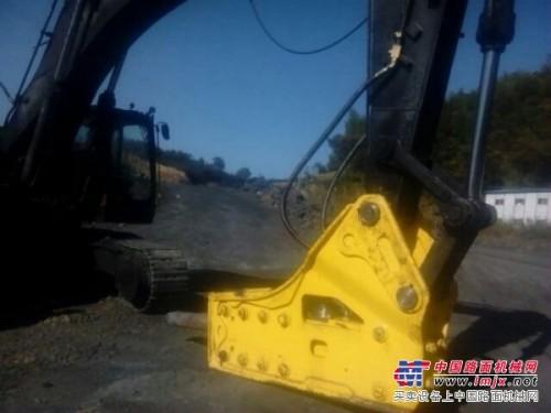 阿润斯175破碎锤在矿石施工