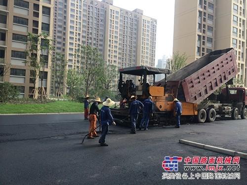 上海外冈镇沥青摊铺机施工青浦区沥青路面改造修补