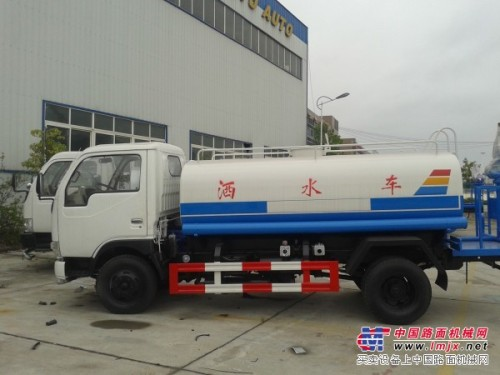厂家出售各种洒水车/油车/冷藏车/清障车/吸污吸粪车