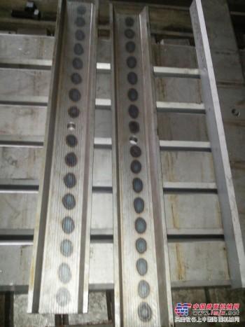 肘板垫上海建设路桥山宝颚式破碎机配件