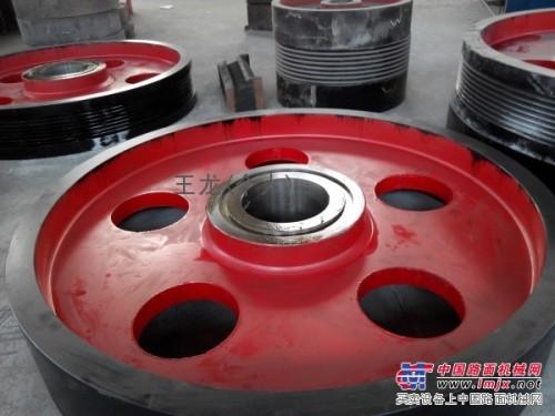 上海建设路桥山宝飞槽轮皮带轮矿山颚式破碎机