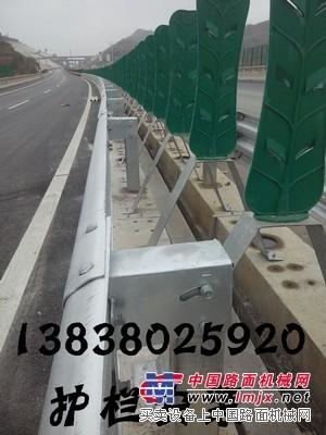 供应河北波形护栏石家庄保定唐山沧州邢台护栏打桩钻孔施工安装