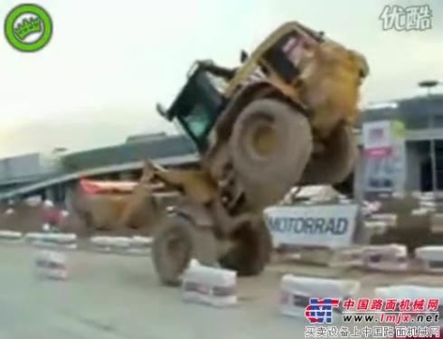 疯狂驾驶-装载机高超技能