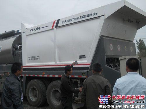 亿龙机械同步碎石封层车新疆公路施工获认可