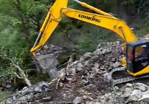 5100米高原龙工挖掘机作业视频